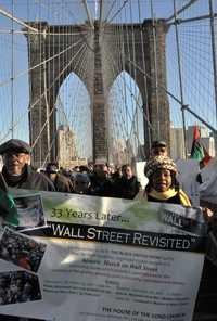 Activistas cruzan Puente de Brooklin con ayuda para Ocupa WS