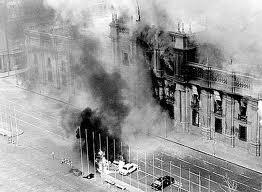 Palacio de La Moneda bombardeado por los golpistas, Chile 1973