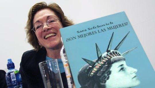 La autora y su libro
